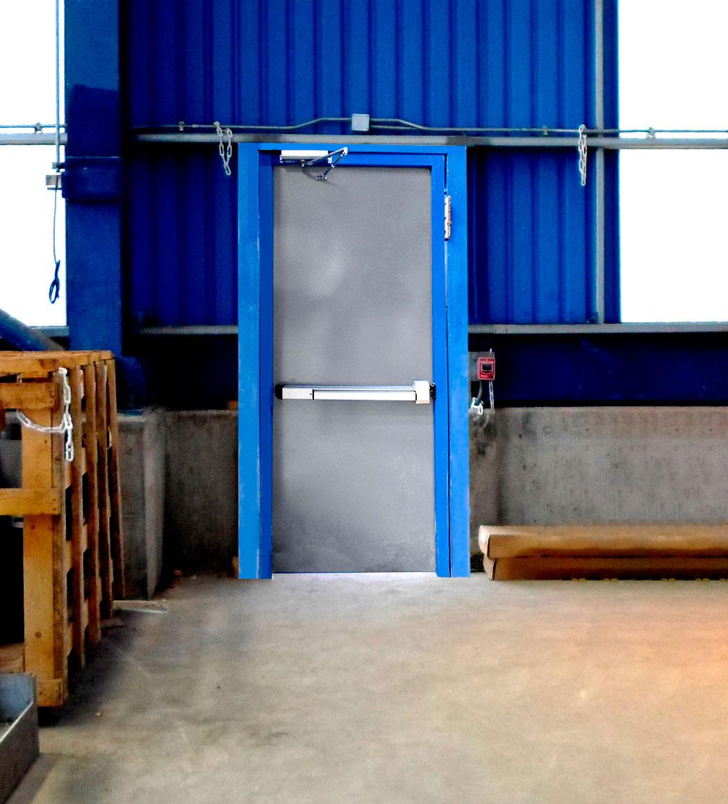 Nueva puerta de escape industrial para sector costero for Puerta industrial